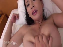 Чувак снимает порно с грудастой азиаткой от первого лица 1