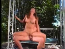 Рыжая девушка с большой попой красиво трахается на толстом члене 3